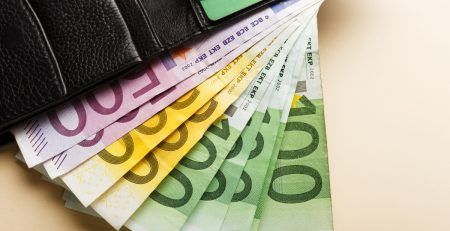 Salary expense for an employee in your company in SloveniaEU