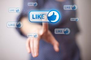 Facebook je začel z brisanjem računov uporabnikov