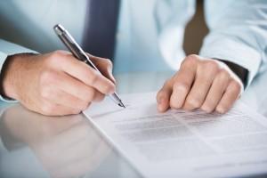 Znižanje plače z novo pogodbo prepovedano in nezakonito