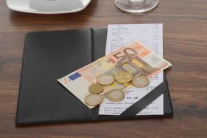 Davčne blagajne: Kdaj bo na računu navedena davčna številka?