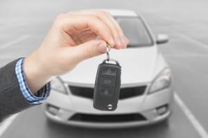 Davčna izvršba: Zaradi davka ob avto, hišo ali delež v podjetju