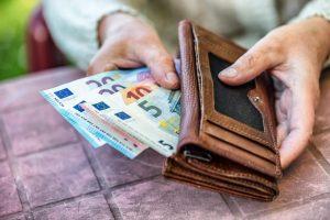 izplačevali honorarje ali najemnine