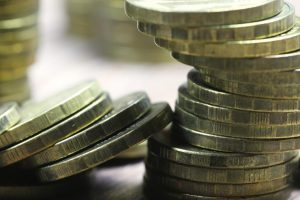 sprejeti več kot 50 kovancev