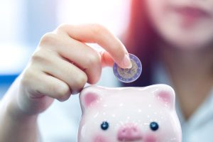 dvignila minimalno plačo