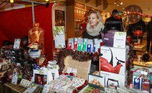 Dejavnosti podjetja za prodajo na stojnici v decembru