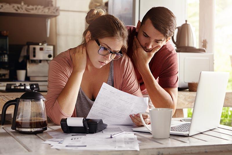 Davčna izvršba na plačo – kaj vam lahko odtegnejo?