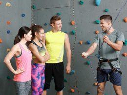 Inštruktorica oz. inštruktor plezanja se lahko z registriranim s.p.-jem ukvarja še s postranskimi dejavnostmi