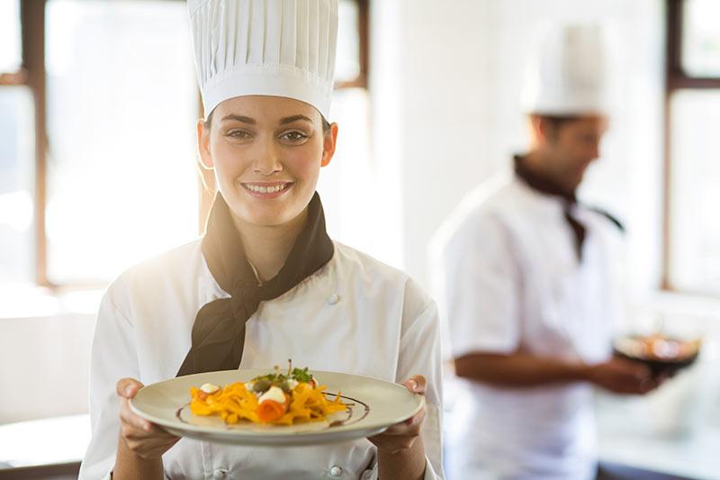 Kuhar se z vsakim svojim korakom izobražuje in nadgrajuje svoje znanje, zakaj ne tudi kot podjetnik?