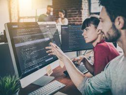 Računalniški programer - ne potrebuje posebne izobrazbe ali dovoljenja in preprosto odpre svoj s.p.!