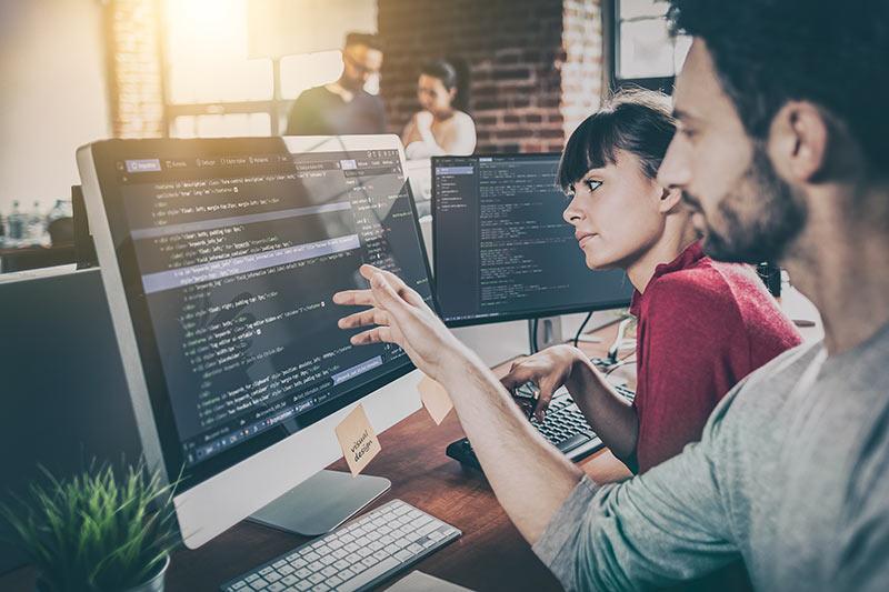 Računalniški programer - ne potrebuje posebne izobrazbe ali dovoljenja in preprosto odpre svoj s.p.