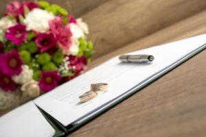 Družinski zakonik po novem omogoča sklenitev »predporočne« pogodbe