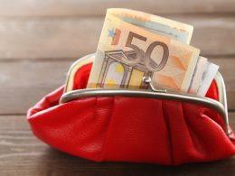 Denarno nadomestilo plače in plačilo prispevkov - koliko in v katerih primerih?