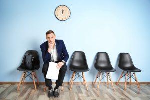 Napotitev delavca na čakanje na delo